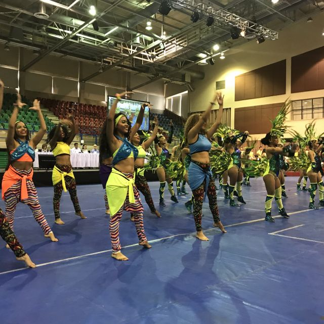 Tänzer in einer Turnhalle