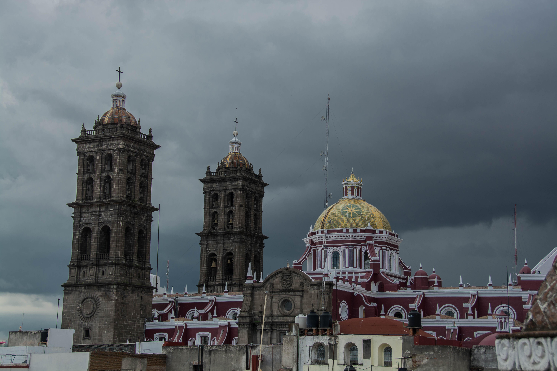 Die Altstadt mit Regenwolken