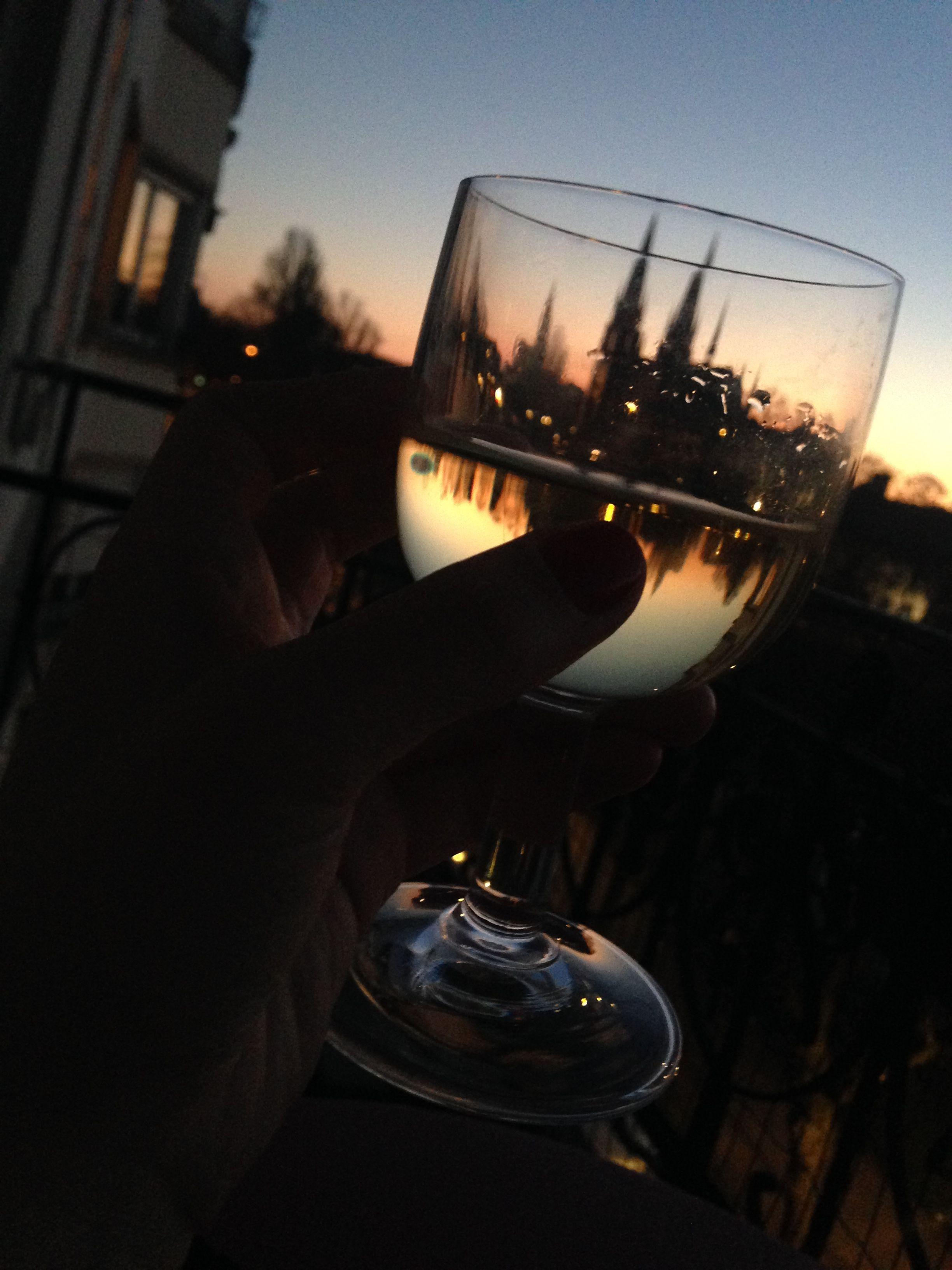 Aussicht auf das Straßburg Münster bei einem Glas Wein