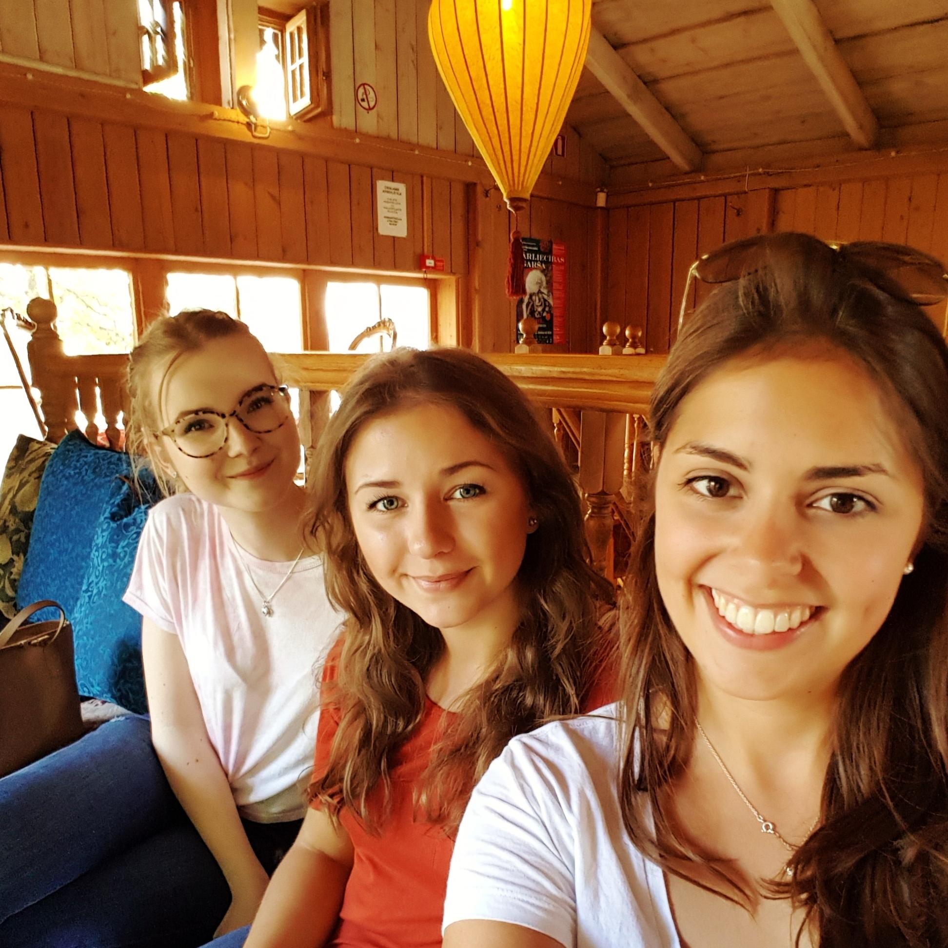 Besuch im Teehaus mit meinen Mitbewohnerinnen