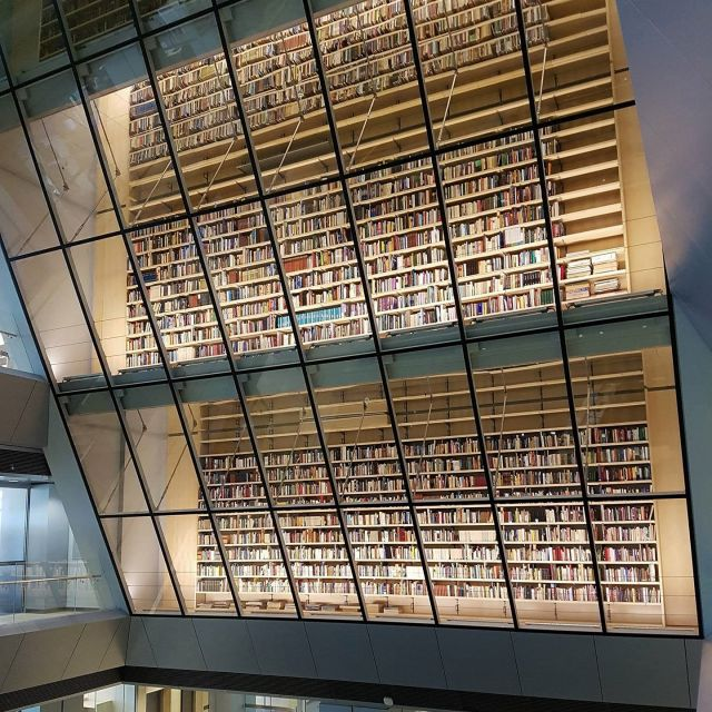 Bücherregal in der Nationalbibliothek