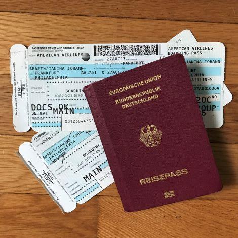 Flugtickets und Reisepass