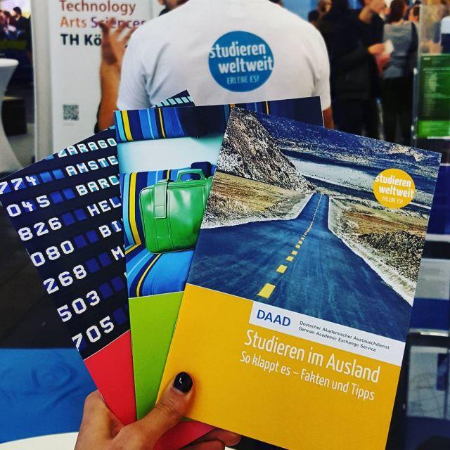 Franziska präsentiert unser Infomaterial auf der Einstieg-Messe in München.