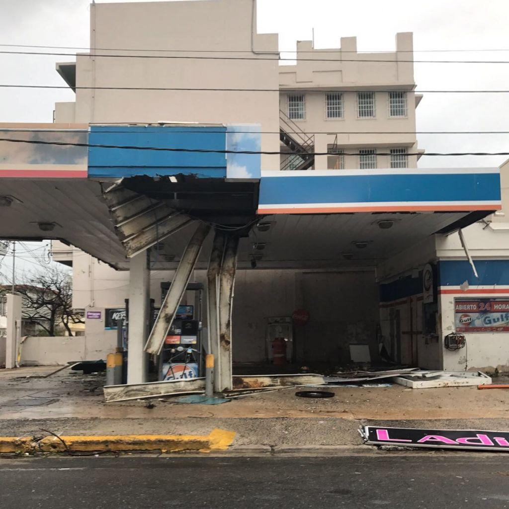 Hurrikan richtet Chaos an und zerstört eine Tankstelle