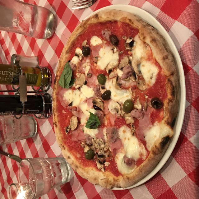 Pizza im Restaurant Bella Napoli