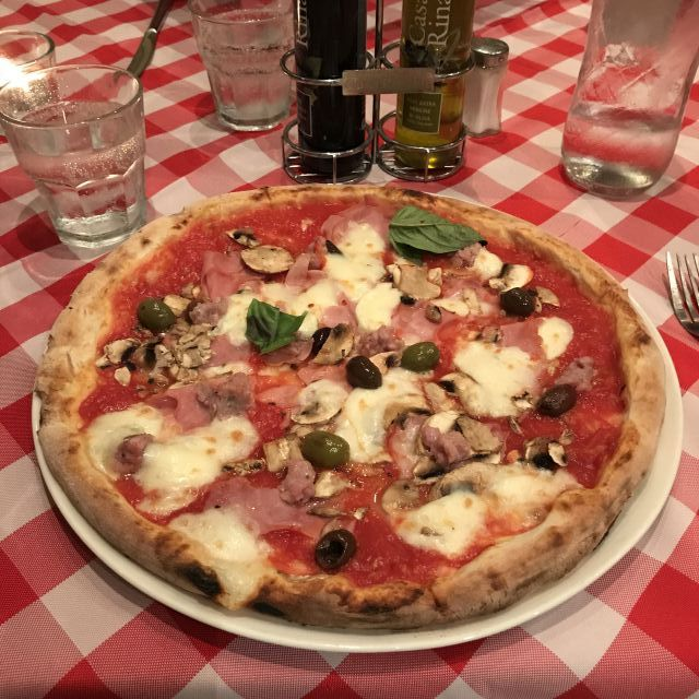Pizza im Restaurant Bella Napoli