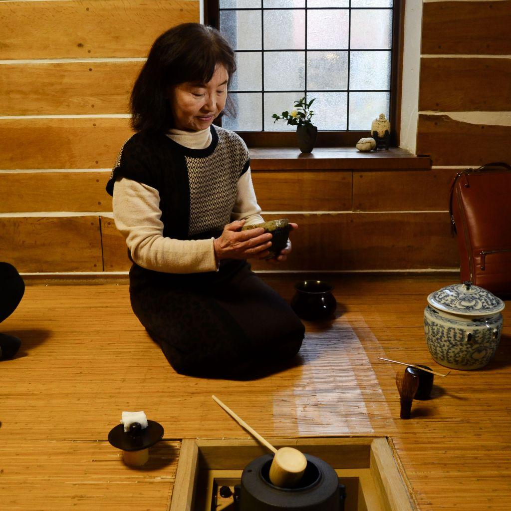 Teezeremonie bei Terunobu Fujimori (japanischer Architekt).