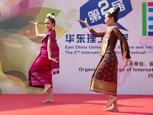 Indonesischer Tanz auf dem Festival