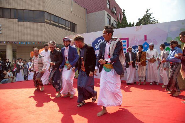 Performance eines traditionellen Tanzes