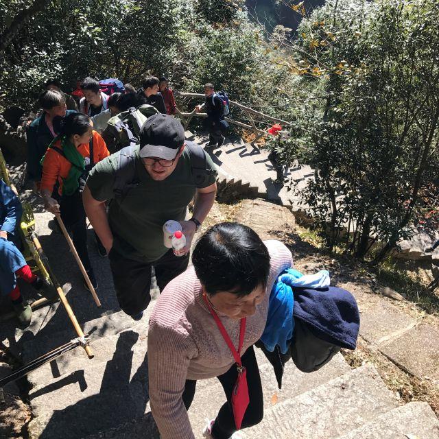 Der Weg hoch in die Yellow Mountains geteilt mit unzähligen Chinesen