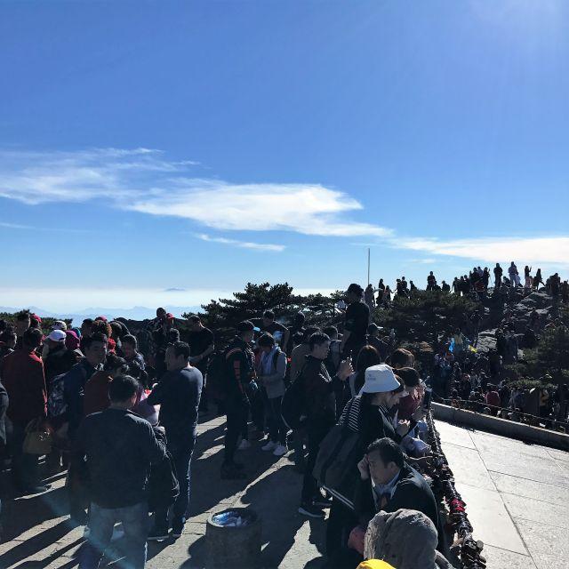 Der der höchste Gipfel der Yellow Mountains, bevölkert von tausenden Chinesen
