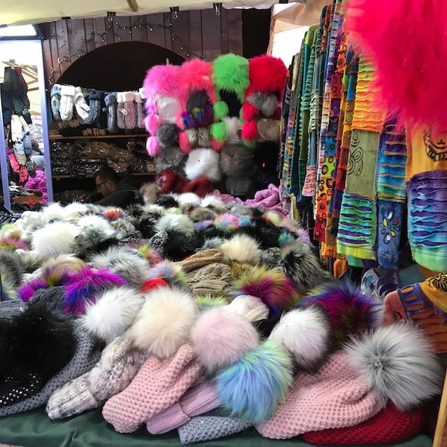 Krakau Weihnachtsmarkt Mützen Schals