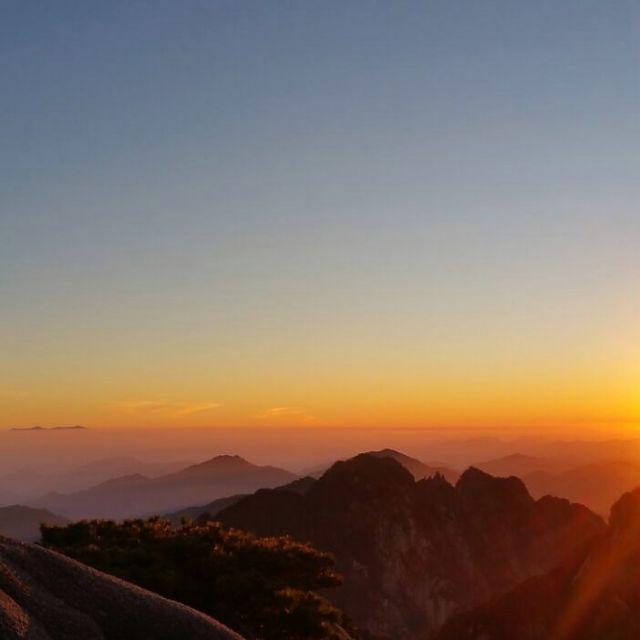 Fantastischer Sonnenuntergang auf dem Gipfel