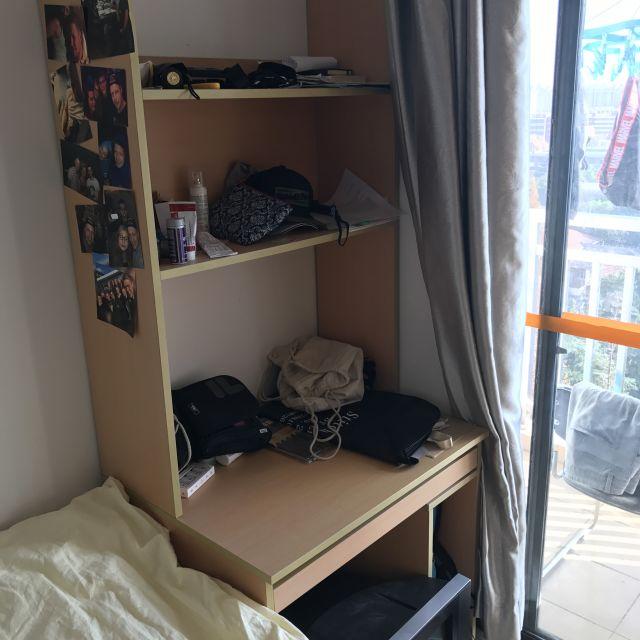 Mein Schreibtisch im Wohnheim