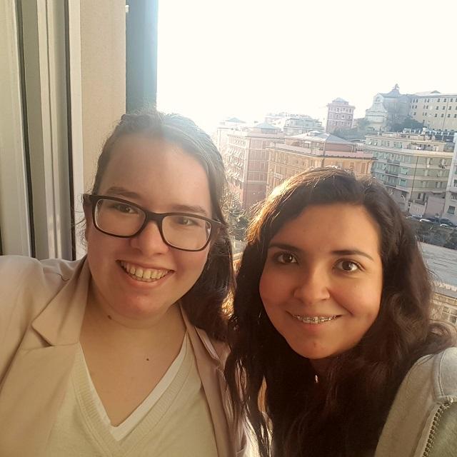Correspondentin Julia mit Freundni