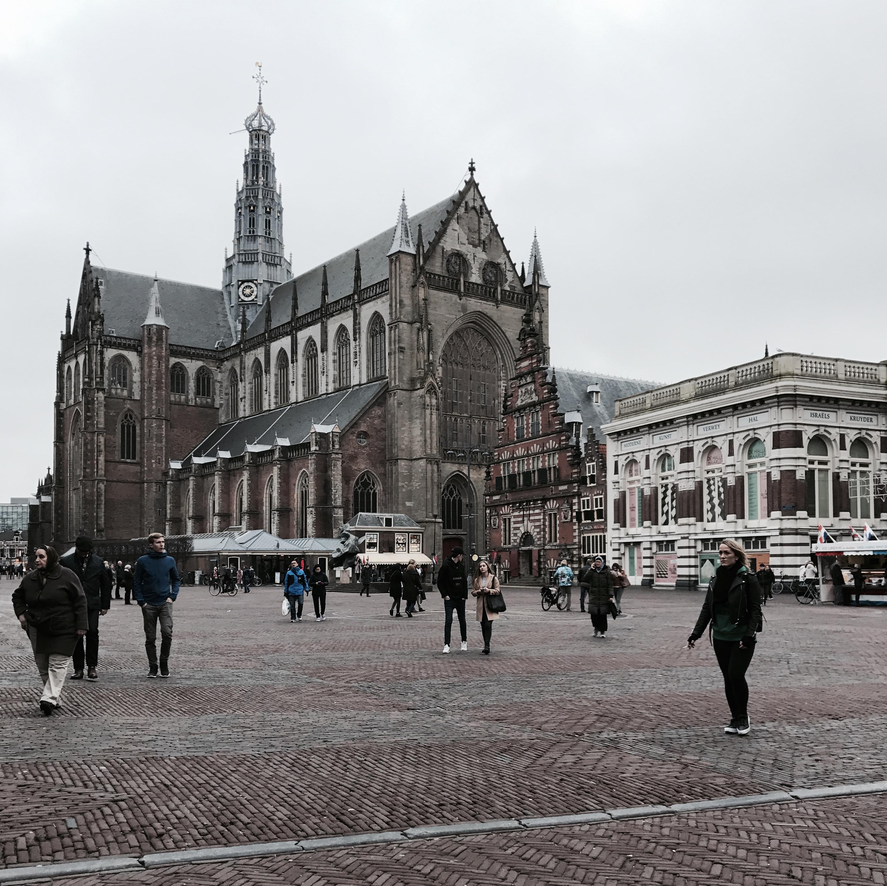 Der Grote Markt und die Sint-Bravokerk