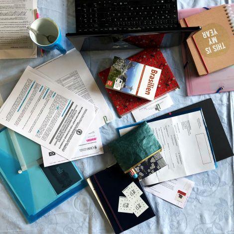 Unterlagen auf Schreibtisch