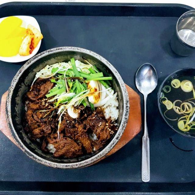 gebratener Reis mit Danmuji und Suppe