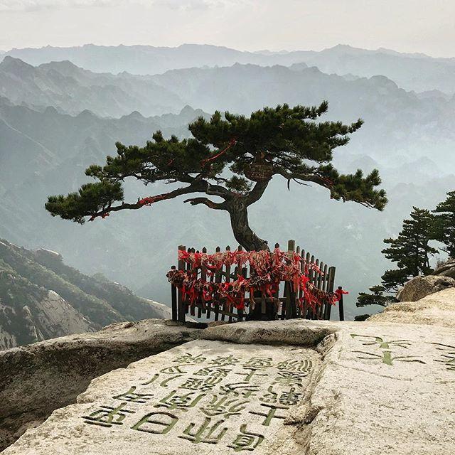 Hua Shan ist der westliche der fünf heiligen Berge in China. Neben einem pro…