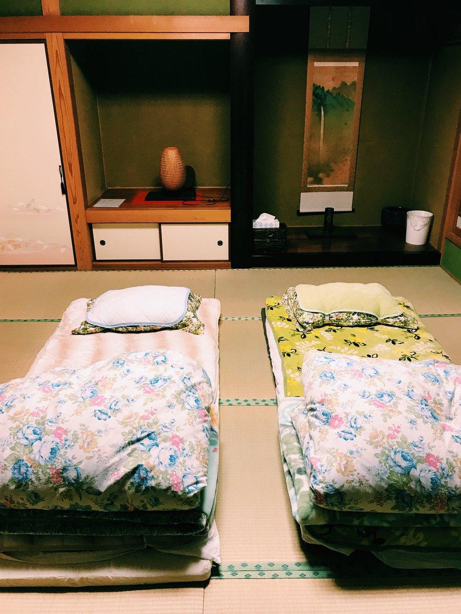 Es muss ja nicht immer ein Hotel sein - traditionell auf einem Futon schläft…