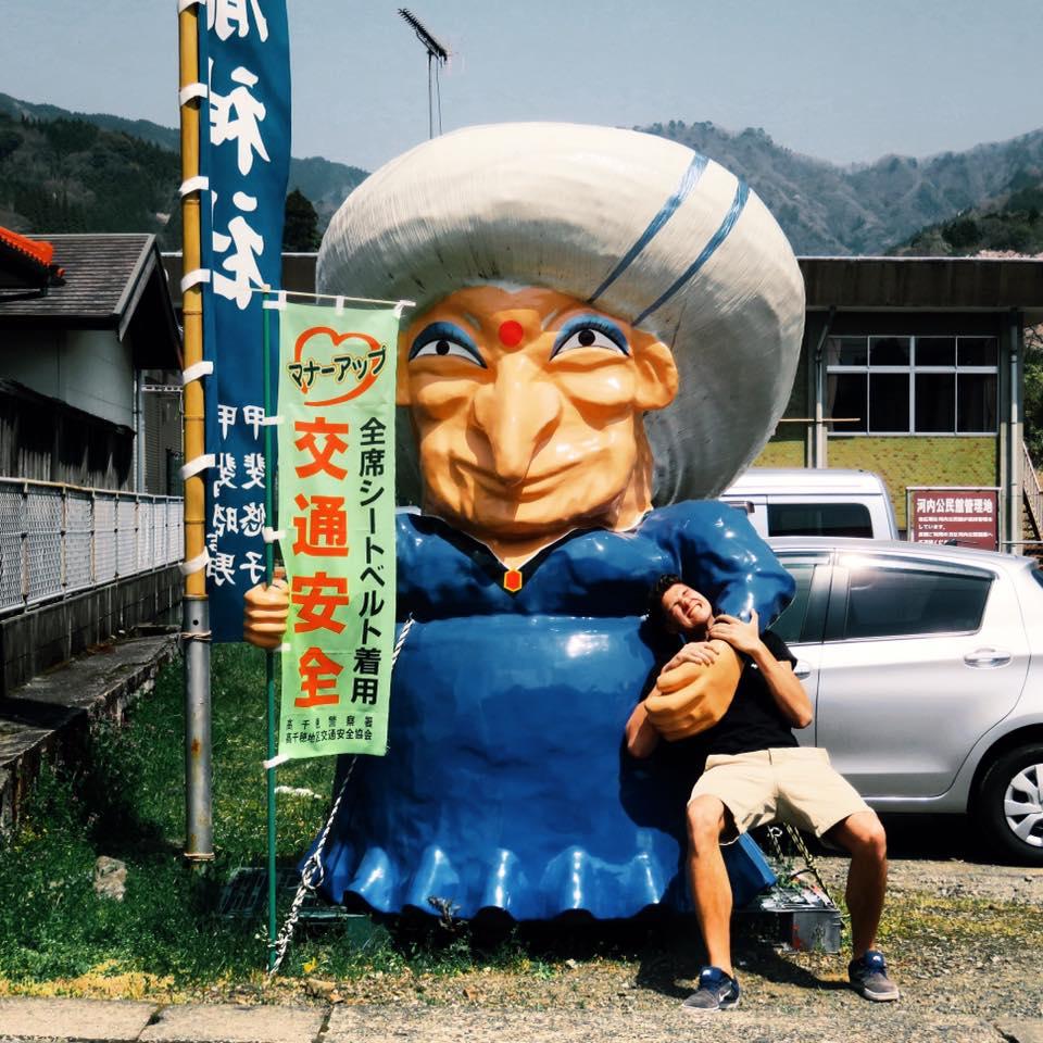 Wen man da so alles trifft, wenn man durch Japan reist ... #ErlebeEs #Japan…