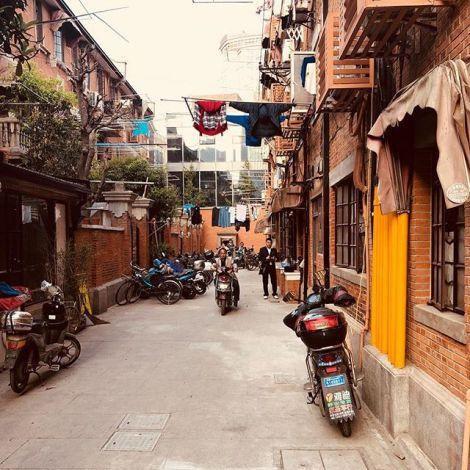 In den Seitenstraßen der Nanjing Road, Shanghais bekanntester Einkaufsstraße,…