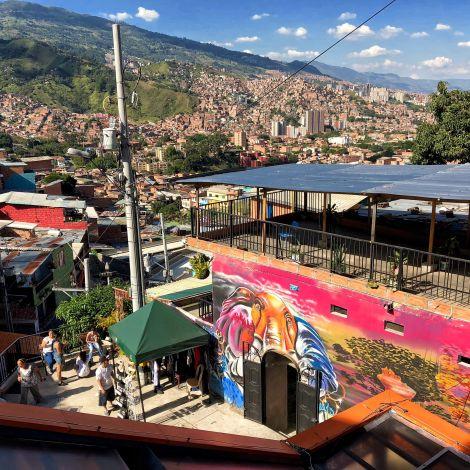 Blick über Medellín von Comuna 13