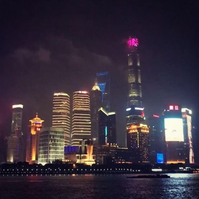 Jedes Mal eine gute Zeit in Shanghai. Der Shanghai Tower ist mit 632 Metern…