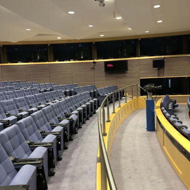 Saal mit vielen Sessel in der Europäischen Kommission