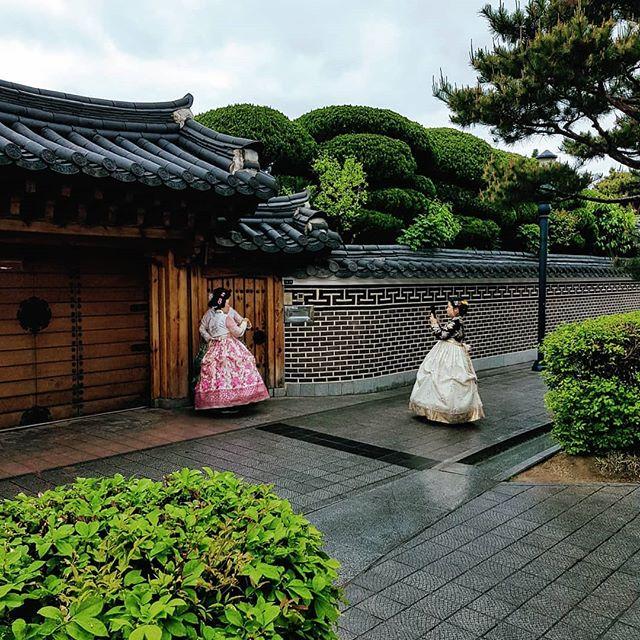 #Hanbok wird die traditionelle koreanische Treacht genannt, in der heutzutage…