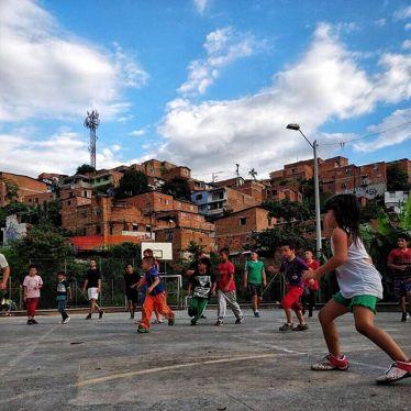 Fussball verbindet 🤝⚽️💯 #ErlebeEs #Medellín #Kolumbien #Leben