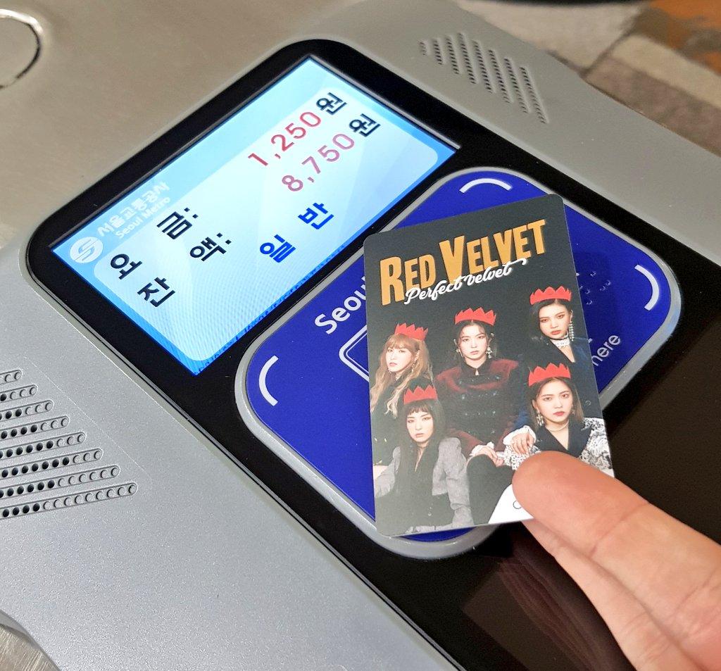 In Korea bewerben Musikstars nicht nur Kontaktlinsen, Apps und Gummibärchen,…