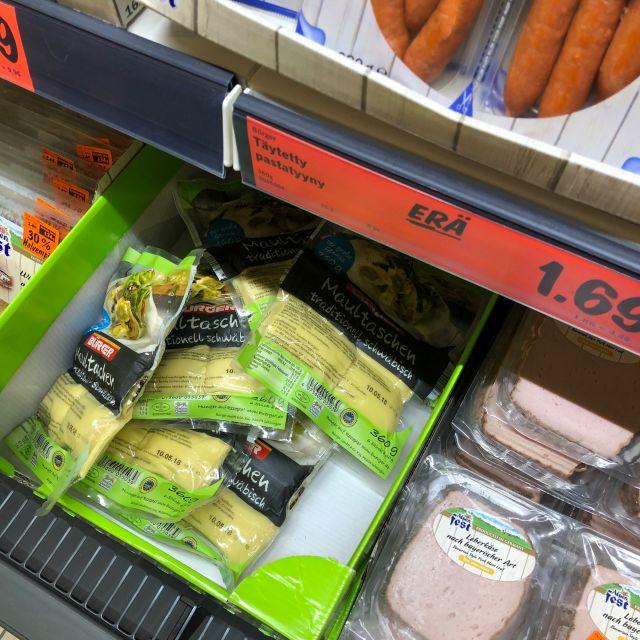 Debrecziner, Maultaschen und Leberkäs im finnischen Supermarkt.