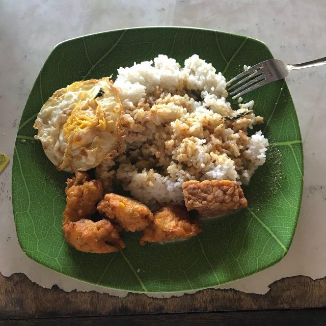 Reis Ei, Tempe und frittierter Mais