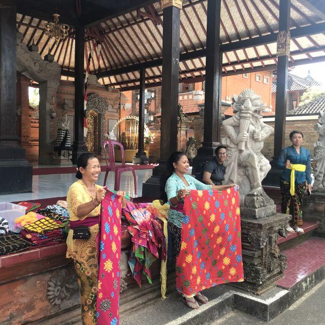 Balinesische Sarongverkäuferinnen