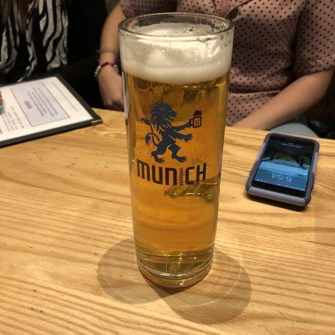 Einer meiner Lieblingsspots in Melbourne: Munich Brauhaus! $5 für ein…