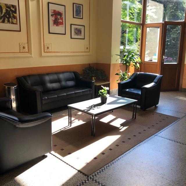 Der Eingangsbereich mit Sofa
