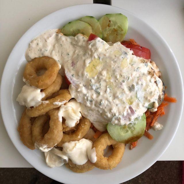 Abendessen: Calamari und Salat