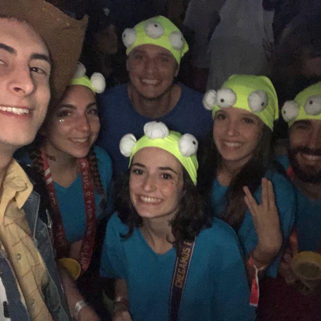 Leute verkleidet wie in Toy Story