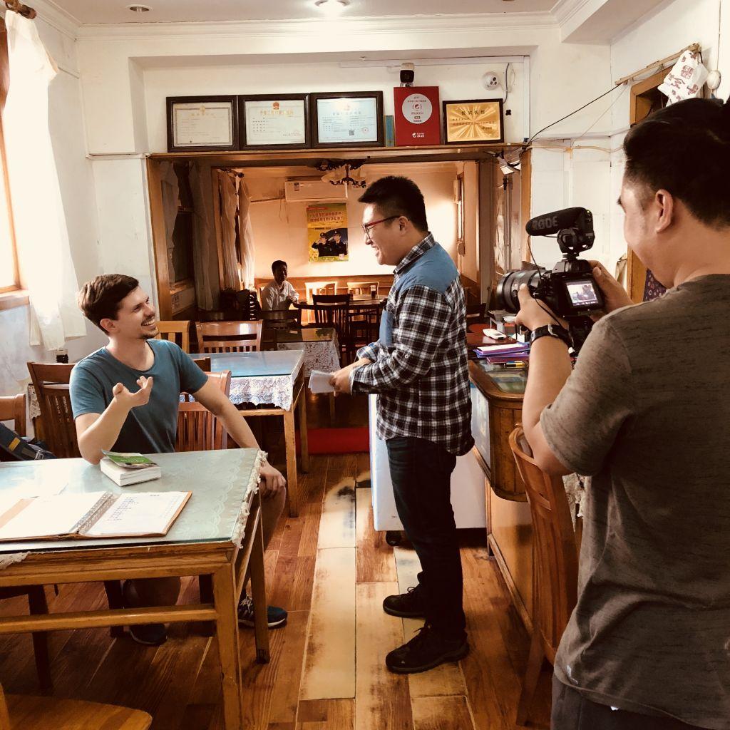 Vom Backpacker zum chinesischen Fernsehstar
