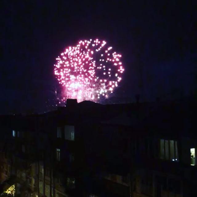 Ein Feuerwerk gehört zu beinahe jeder armenischen Hochzeit - was ziemlich cool…