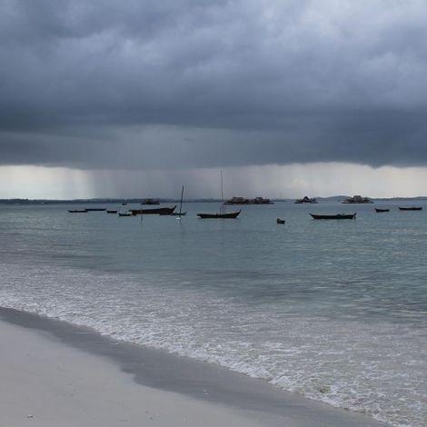 After rain comes sun 🌦 #erlebees #indonesien #bintan #trikorabeach #singapur…