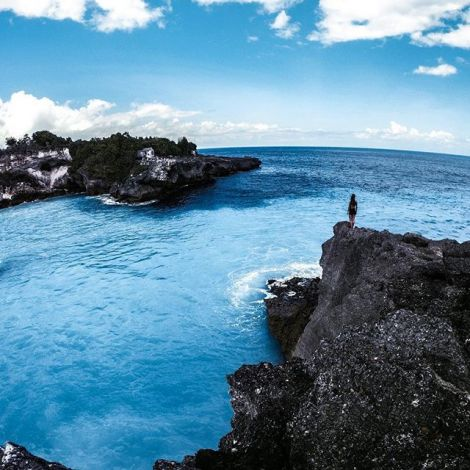💙 wanderlust. #erlebees #indonesien #nusaceningan #bluelagoon…