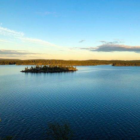 Blick von Ukonkivi. Die Samen, die Ureinwohner Lapplands, verehrten an diesem…