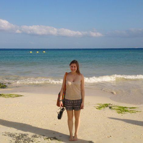 Karla (ich) am Strand von Playa del Carmen in Mexiko