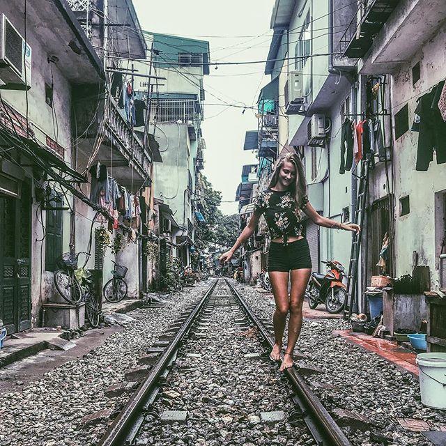 bahnschienen von hanoi. 🚂 #erlebees #vietnam #hanoi #einbisscheneng…
