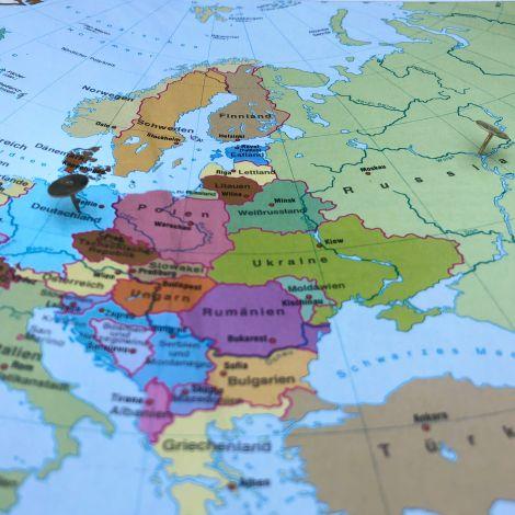 Ein Blick auf eine Karte, Magdeburg und Kasan sind mit Stecknadeln markiert