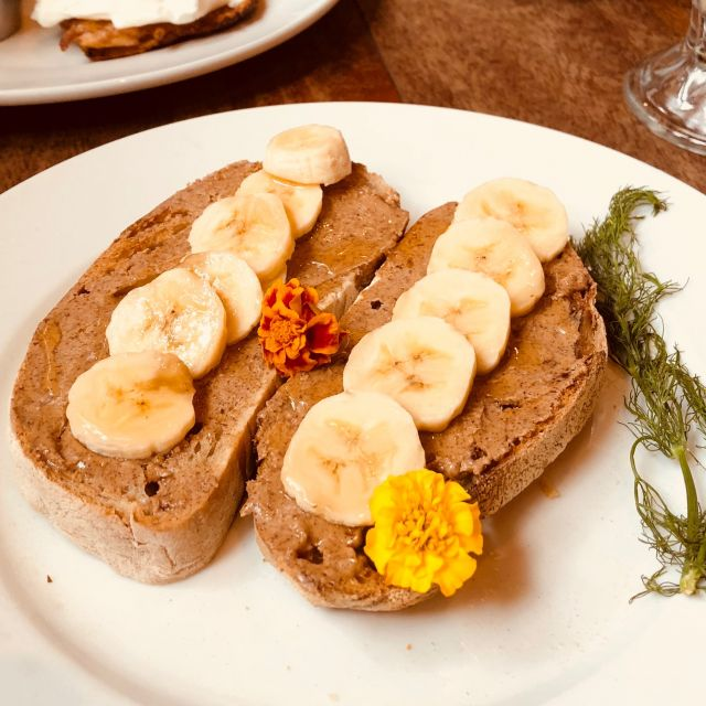 Almondbutter-Banana-Honey-Toast