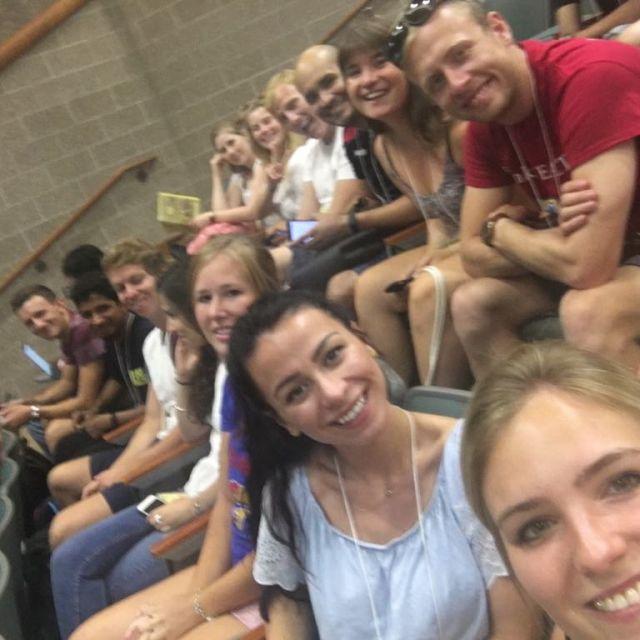Studentinnen und Studenten im Hörsaal bei der Orientierungswoche der Kansas University