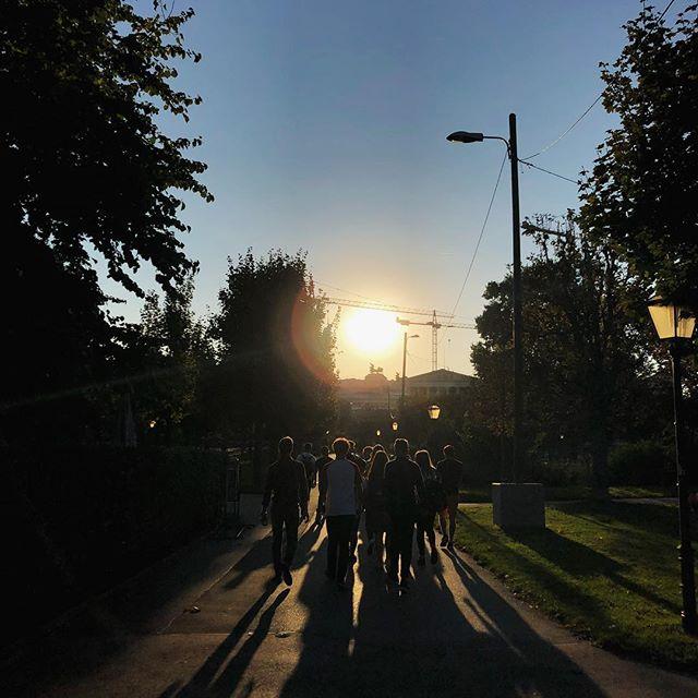 Ein Rundgang durch die Stadt am Abend in Wien…
